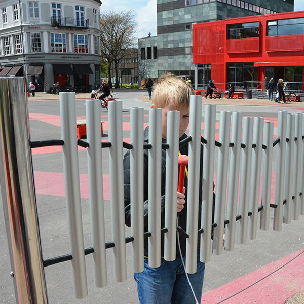 Music Stop Created for Pedestrians in Danish City Street